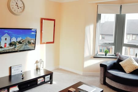 Warm & Cosy Family Home With Free Parking!