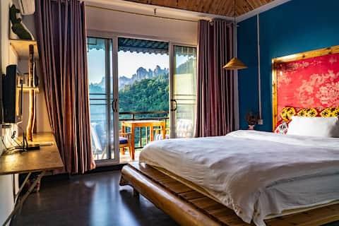 张家界国家森林公园内日落大床房