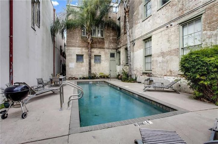 Cozy Downtown Guest Apartment w/ Pool!