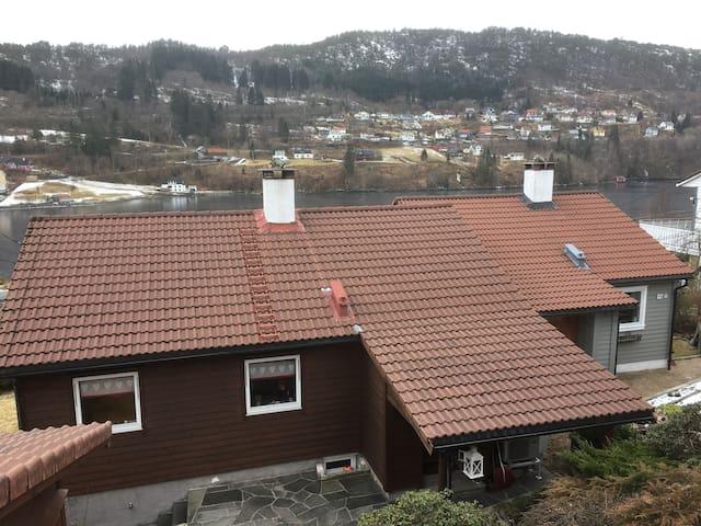 Enebolig, kort reise til Bergen sentrum