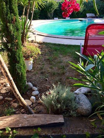 Grande maison avec piscine, jardin. - Ghisonaccia - Huis