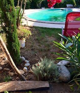 Grande maison avec piscine, jardin. - Ghisonaccia