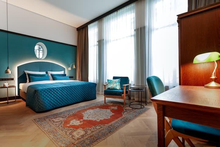 The Hendrick's Hotel: King Quarters