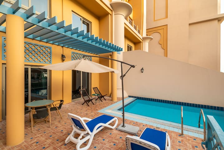 Luxury 300m2 Townhouse. Beach, Gym, Private Pool