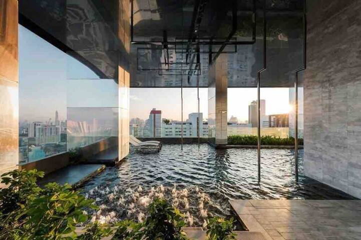 【LIN】皇权免税店King Power旁,市中心高级富人公寓!Silom最美夜景,无边尽泳池!