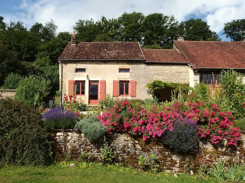 Lovely cottage in Burgundy