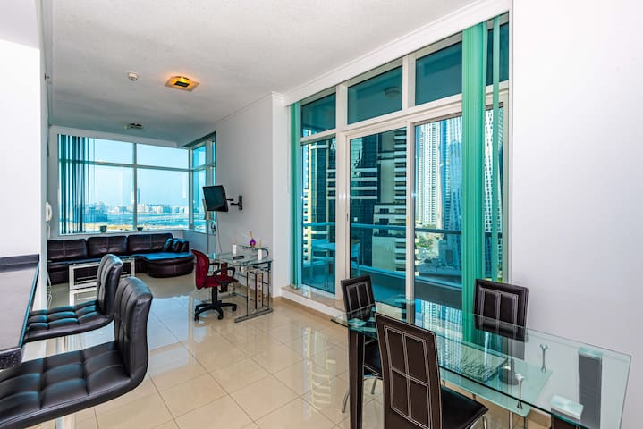 Amazing 1 BR in the heart of the Dubai Marina