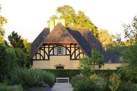 Romantisk Villa i slotspark. - Næstved