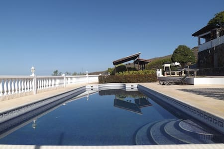 Breathtaking Villa with Oceanview Pool & Jacuzzi - Adeje - Villa