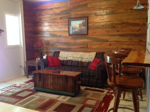 Enjoy Spring in the Ozarks at Rustic Retreat!