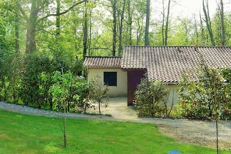 Gite la Bergerie avec piscine, village de vacances - Lacapelle-Biron - Appartamento con trattamento alberghiero