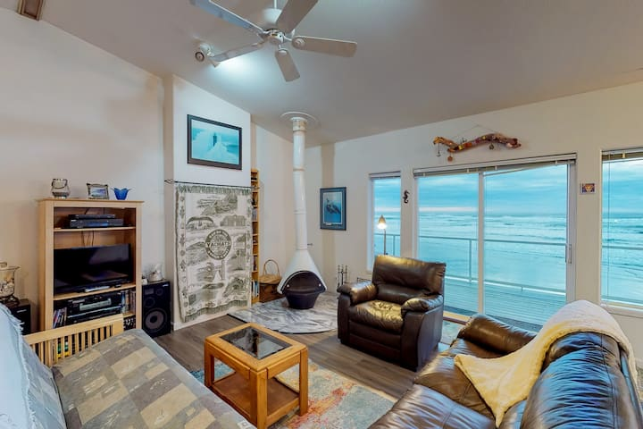 Oceanfront, dog-friendly home w/ jetted tub, beach access & sweeping views