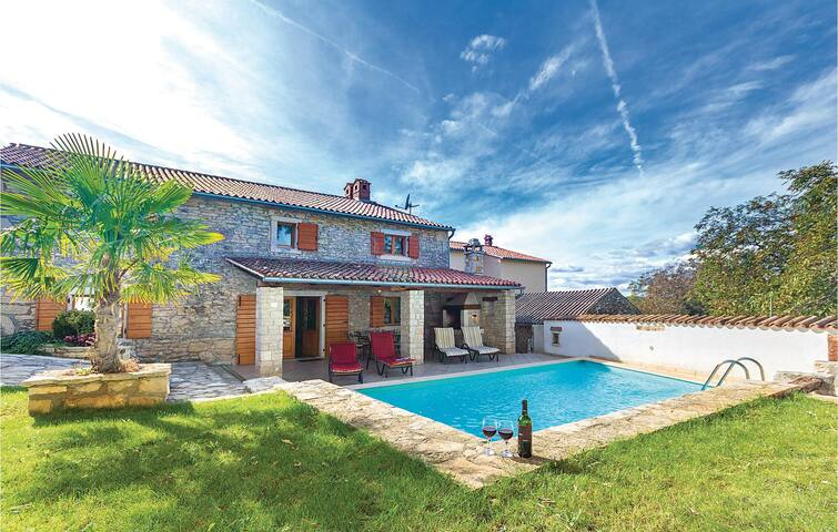 Semi-Detached with 3 bedrooms on 140m² in Puntera