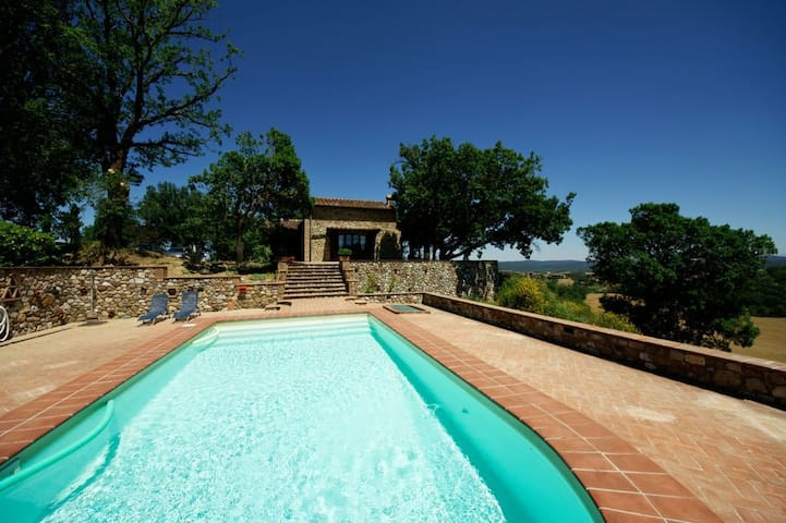 Il Sogno  Villa with private pool near San Galgano