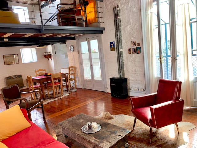 Sunny Terrace, Cozy Loft, Sleeps 4 in San Telmo