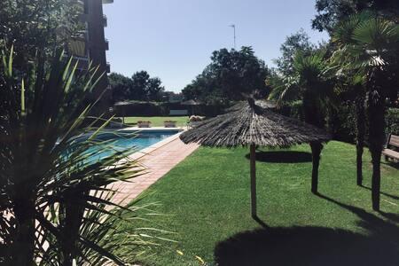 Bel appartement dans résidence avec piscines