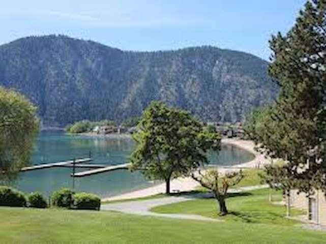Private family condo experience on Lake Chelan