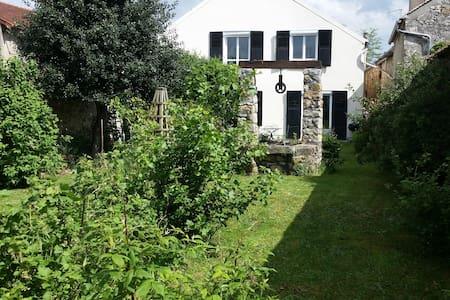 Charmant gîte avec jardin  à 5 km de Fontainebleau - Vulaines-sur-Seine - บ้าน