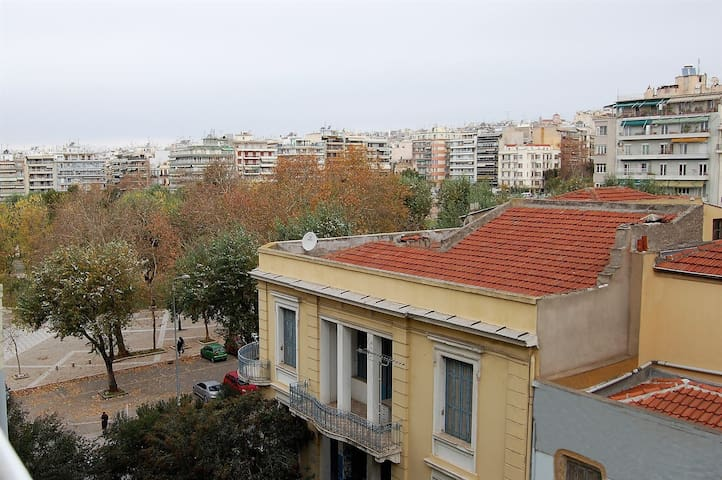 2 bedroom apartment at the heart of Thessaloniki.