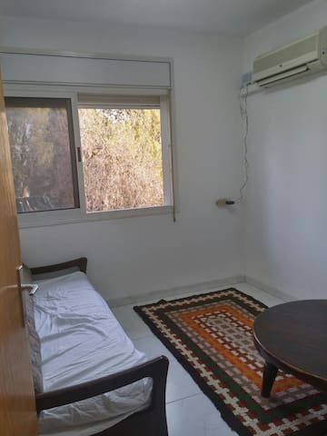 Come stay in our comfortable room - שדה יעקב - Apartamento