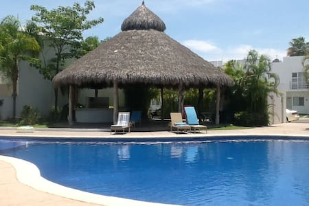 Spacious private room in housing complex with pool - Nuevo Vallarta - Haus