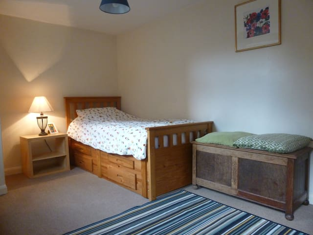 Mossley studio, sleeps 2