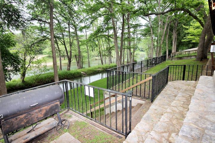 Rio Lodge | WiFi | Private Canal | Guadalupe River