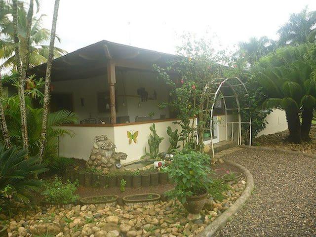 Zimmer auf Wunsch mit Familienanschluss - Puerto Plata - Hus