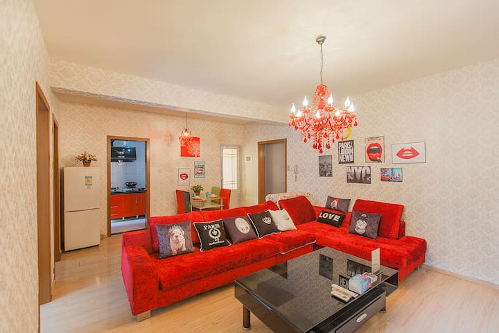 新古典风之红与黑+春熙路太古里500m宽窄巷子锦里地铁口3分钟+家庭套房(4人) - Chengdu - Apartamento