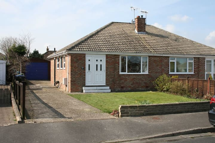 2 bedroom bungalow Filey sleeps 5-6