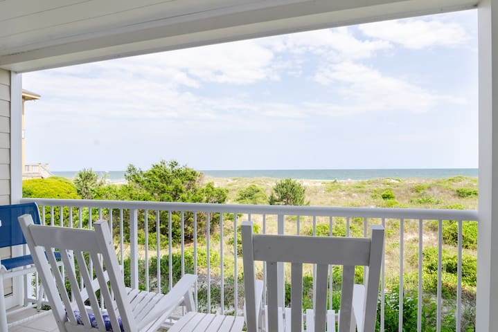 Rippy-Beautiful updated oceanfront condo with pool