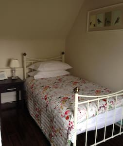Snug single room nearest to airport - Paisley - House