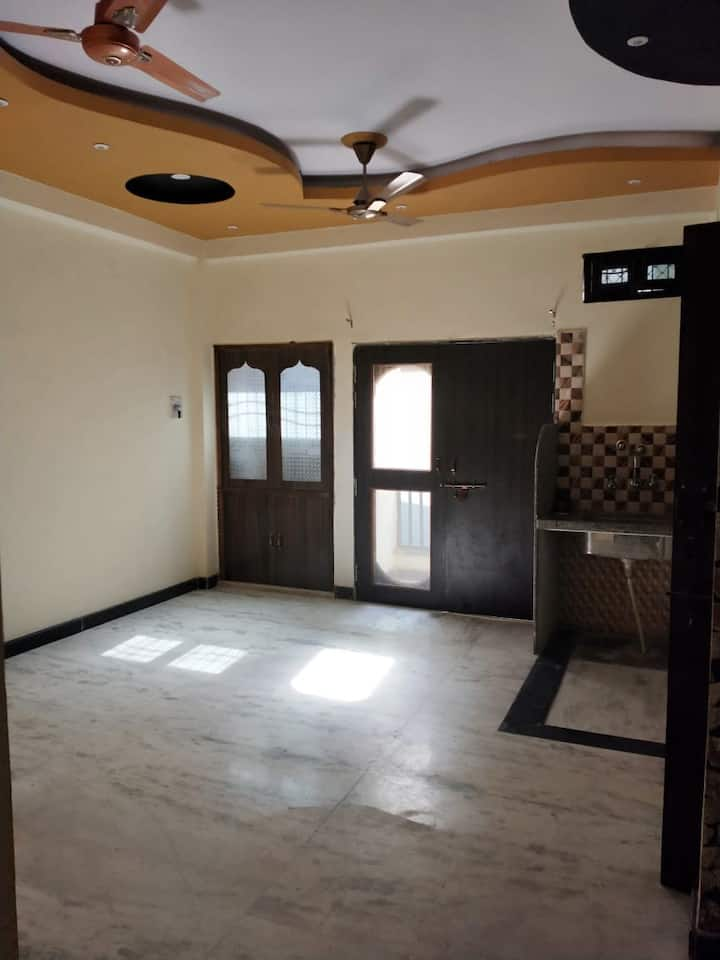 2BHK near Kanpur Central Station