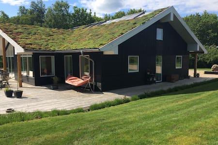 Stort familiehus på landet - Østbirk