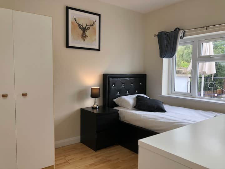 Central Oxford Modern 5 Bed Apartment with Balcony
