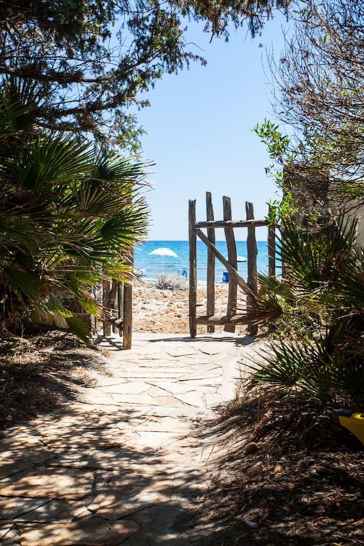 Villa Cornelio, sulla spiaggia a un passo dal mare
