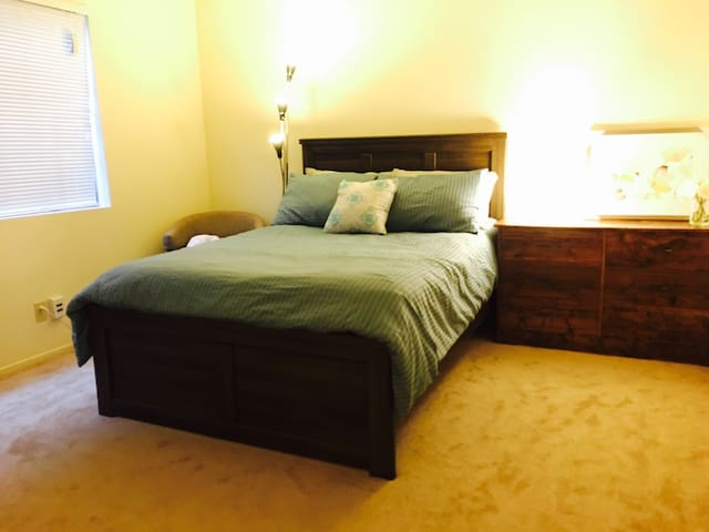 Comfy private room at heart of Pasadena