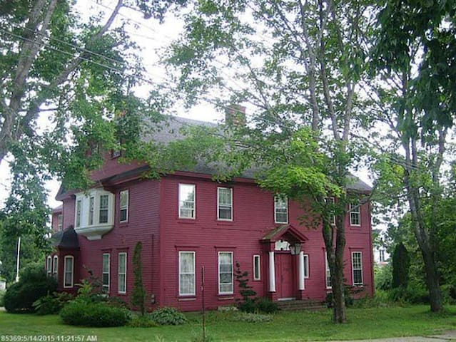 Historic House on the Hill - Bucksport - Casa