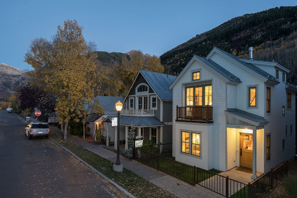 Just 150 yards to the Gondola and Main Street Telluride