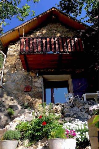 Roubion,Chalet montagne au portes du mercantour