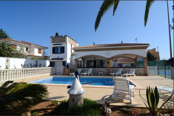 Large 10 pers. Villa with pool, close to the beach - L'Escala - Villa