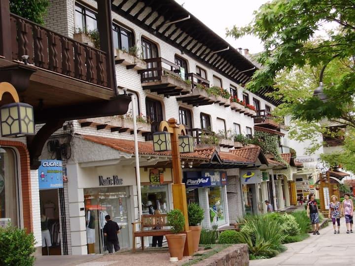 Apartamento Centro Gramado acomoda até 6 pessoas