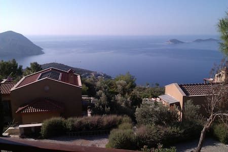 A beautiful one bedroom apartment on the La Vanta private gated complex. The property offers superb views of Kalkan bay to the front and the mountains to the side and rear. The property is 100 mtrs to our 25 metre infinity pool, bar and restaurant.