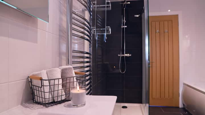 River Mist - Apartment-Private Bathroom
