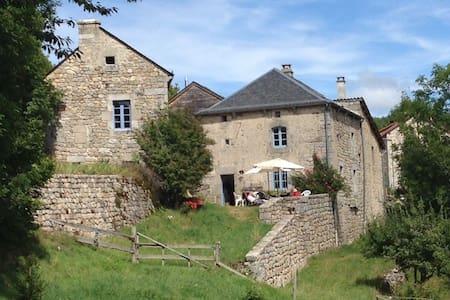 Grande maison calme en pierre, vue, 12 couchages