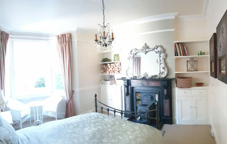 Cosy Room Woodburner Luxury Bath Breakfast Parking