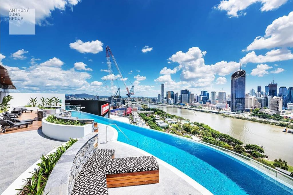 Stunning Brisbane City & River view- located on the highest point of South Bank.