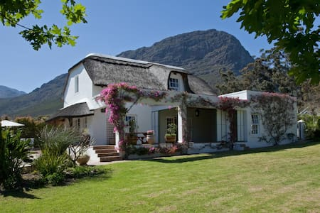 Welcome to cosy Honey Pot Cottage - Franschhoek