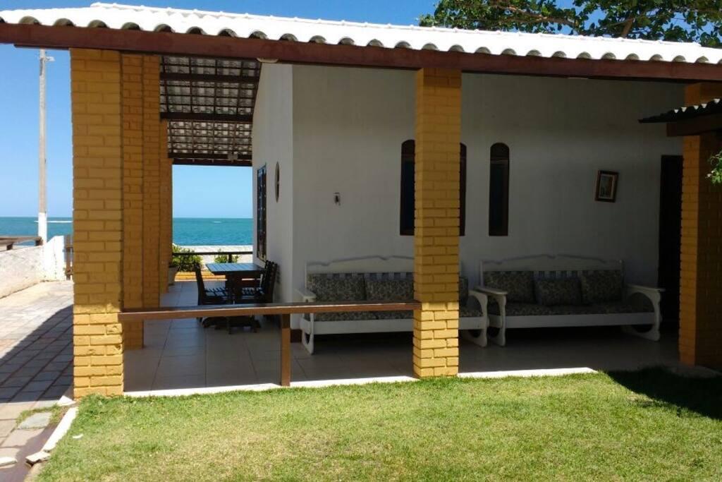 Casa Arejada e aconchegante e com varanda.