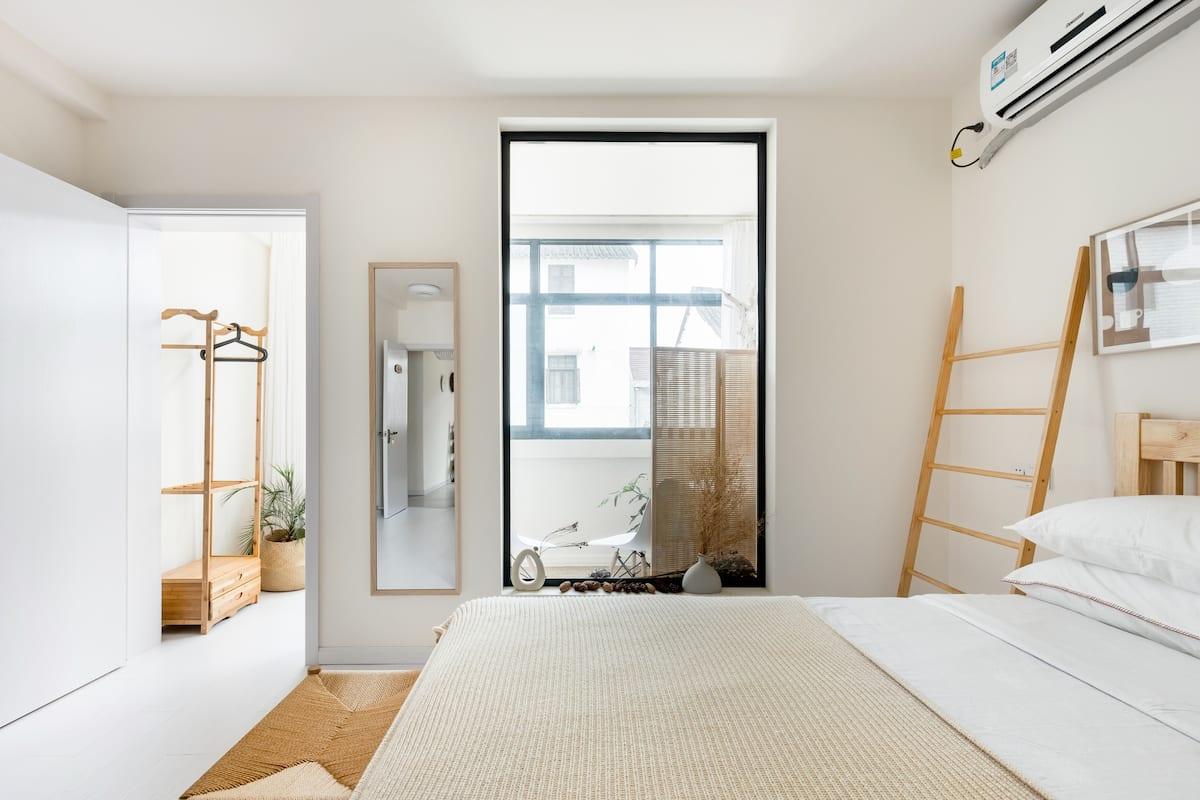 迪士尼•一家民宿[诗与远方],网红情侣房,双人床,免费接送迪士尼乐园,免费早餐。